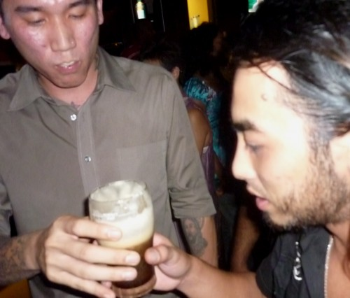 Eddy n Khang sharing The Hulk - supposed to down it, not share. Pussies