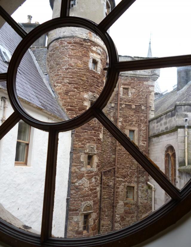Caste window