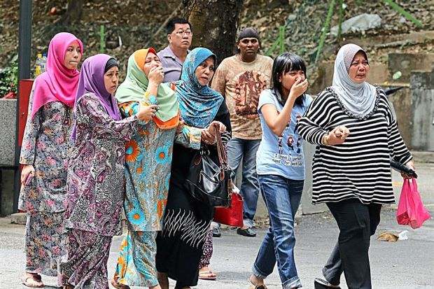 Family members of victims (pix by mstar)