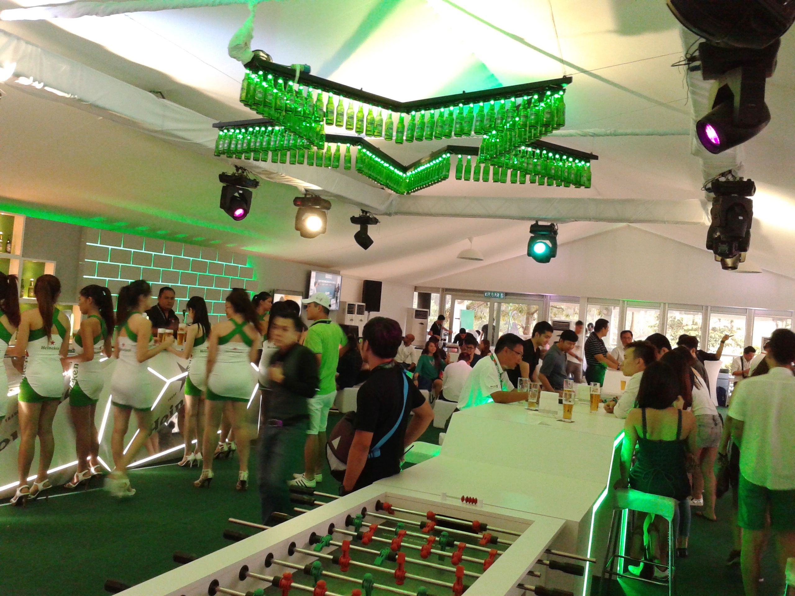 Very cool interior & The cool Heineken tent @ KLGCC | COCKTALES by the Thirsty Blogger